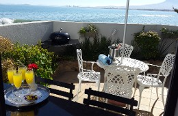 Enjoy cocktails and braais in your own garden courtyard with bviews of thev sea