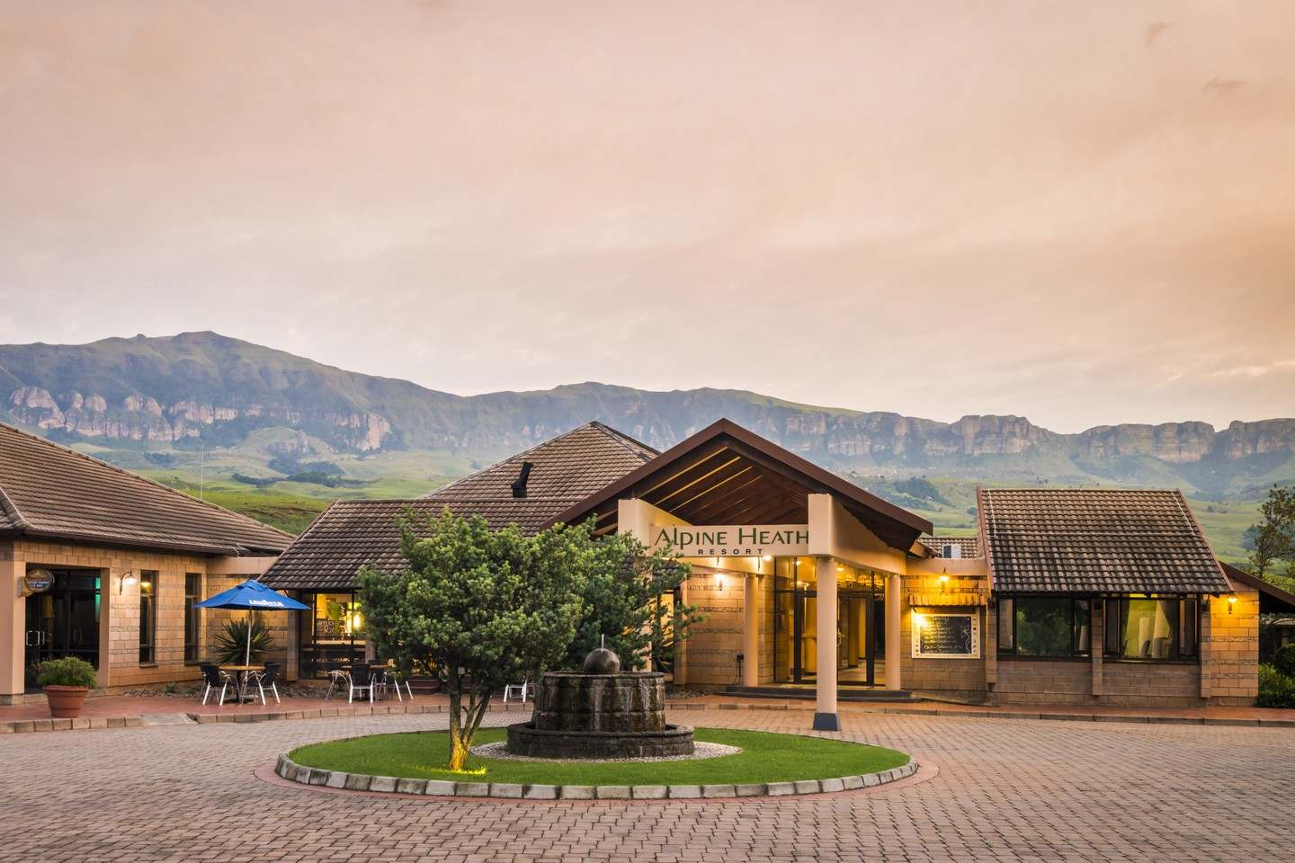 Aha alpine heath resort bergville south africa for The alpine lodge
