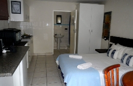 Ansteys Beach Self Catering and Backpackers