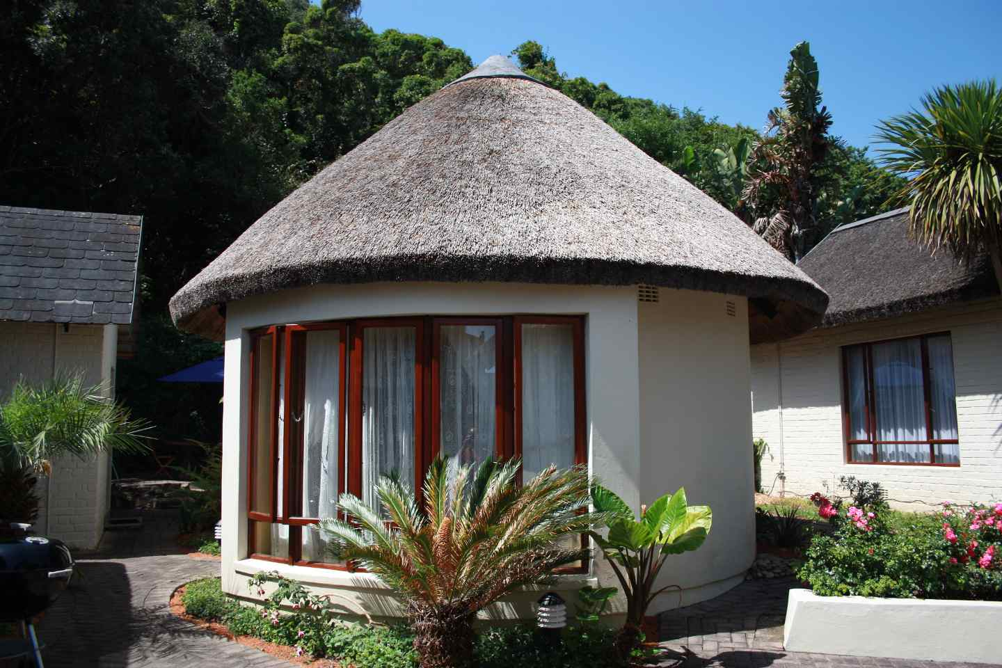 Cloverleigh guest house wilderness south africa for Houses with guest house