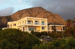 Hermanus Beachfront Lodge