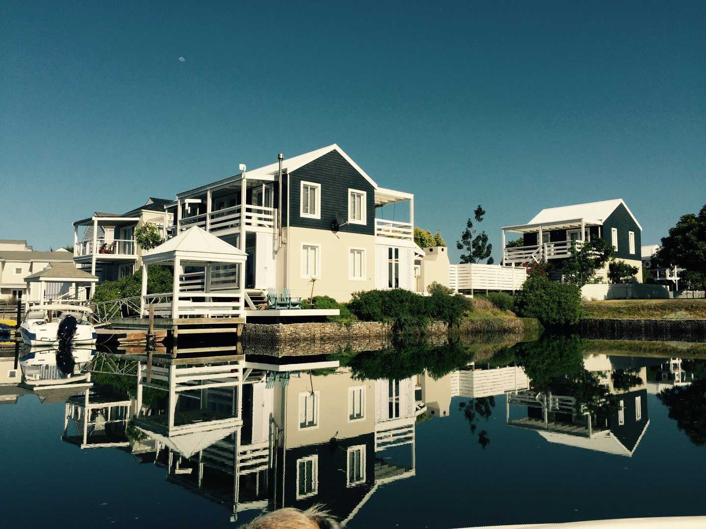Knysna luxury homes knysna south africa for Luxury cottage homes