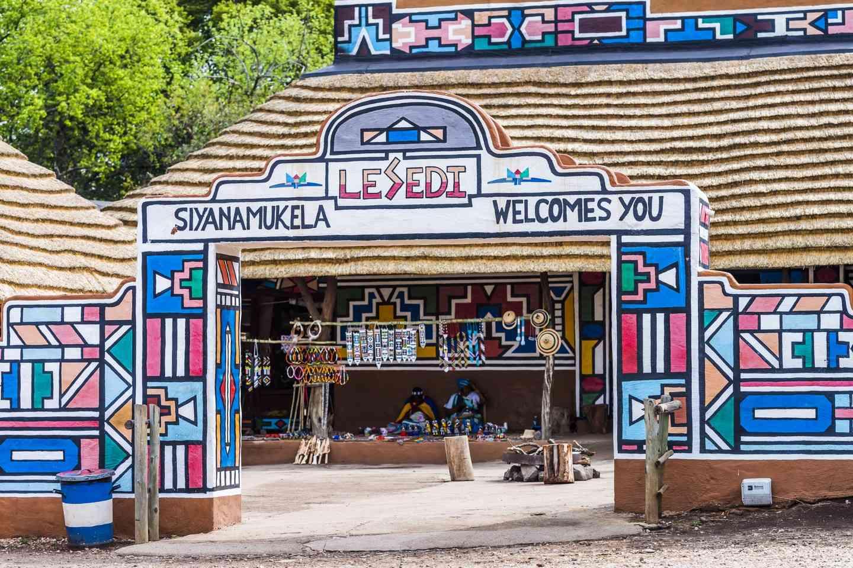 ผลการค้นหารูปภาพสำหรับ Lesedi Cultural Village
