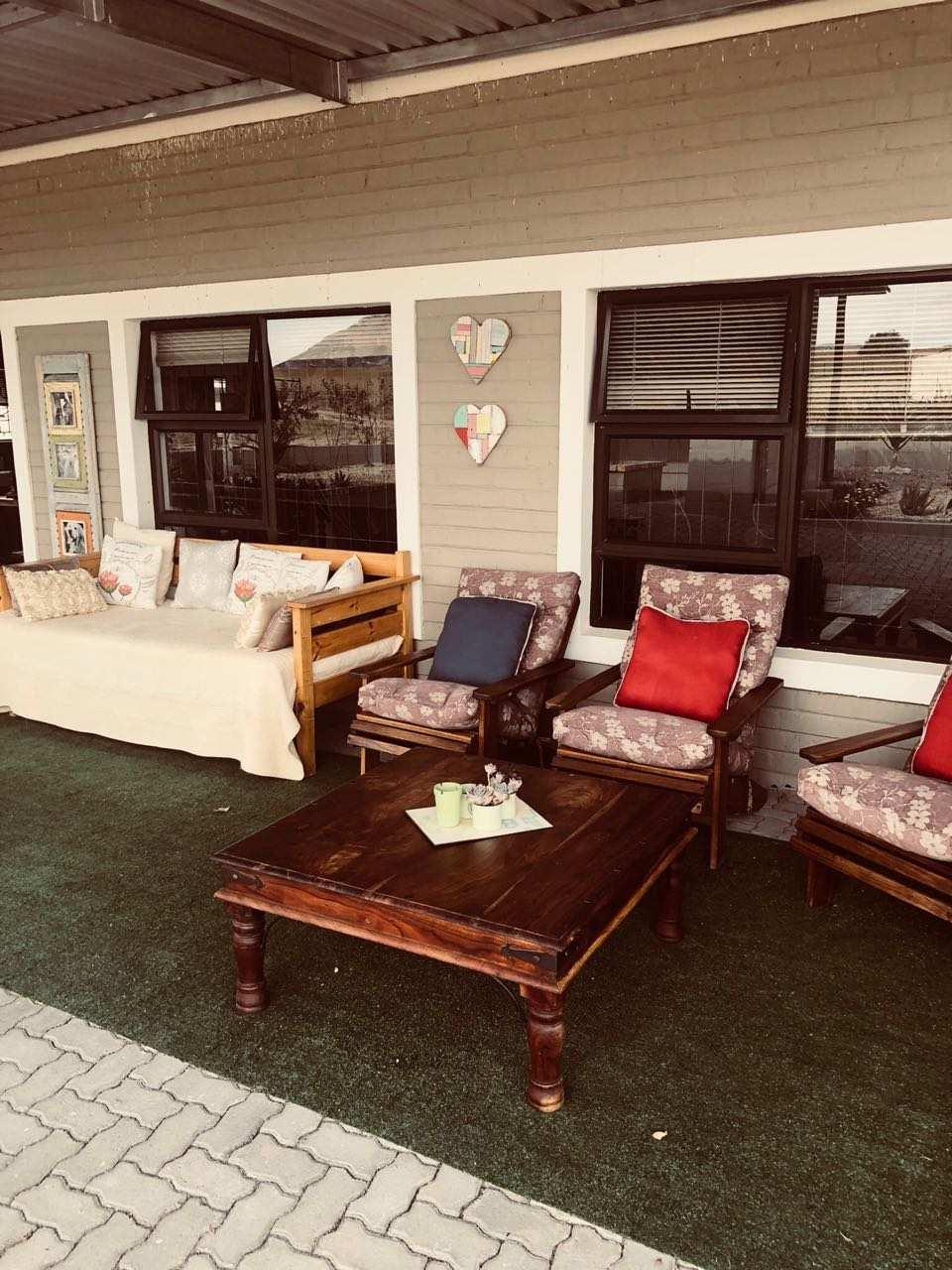 English Sitting Rooms: Liefland Selfsorg Akkomodasie, Springbok