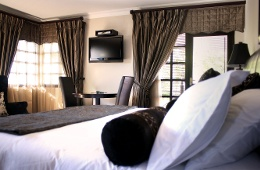 Room 1:Luxury King Suite