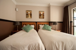 Oakelands Studio Apartments