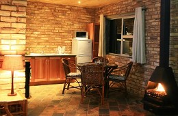 Protea 1 Bedroom Cottage, Spa Bath Kitchen and Dining Room