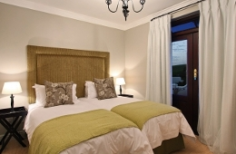 Winelands Golf Lodges - De Zalze Golf Stellenbosch